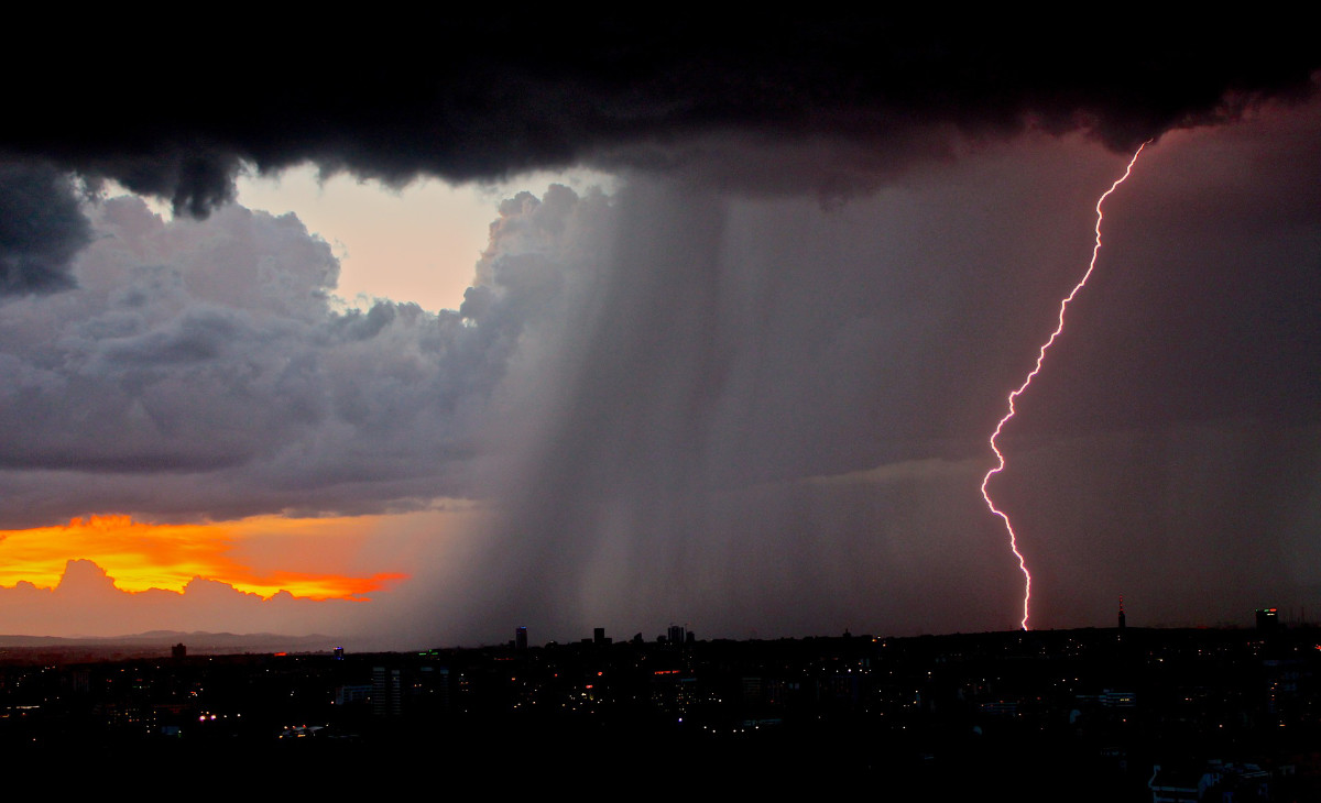 積乱雲と雷